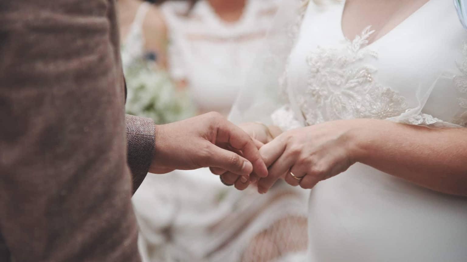 Exchanging wedding rings in Cloughjordan
