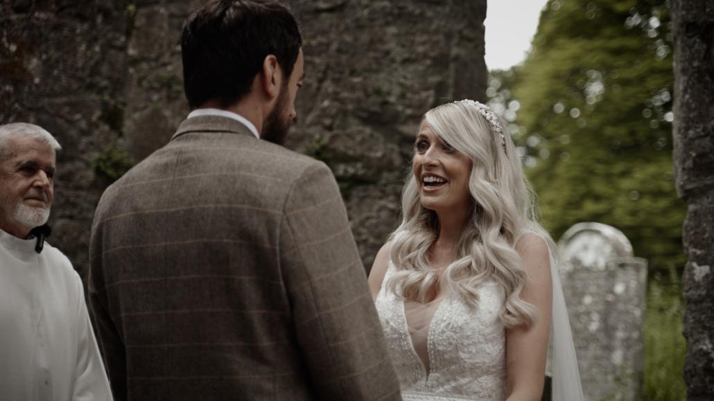 bride is telling vows