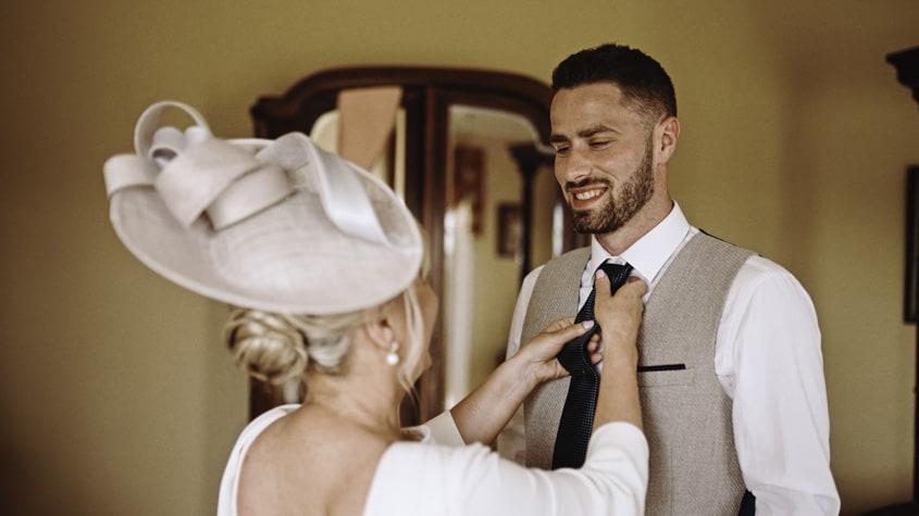 mam of groom ting tie